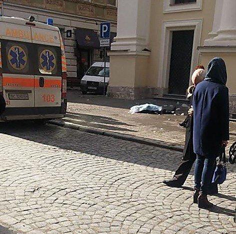 Женщину убило глыбой льда, упавшей сПреображенской церкви воЛьвове