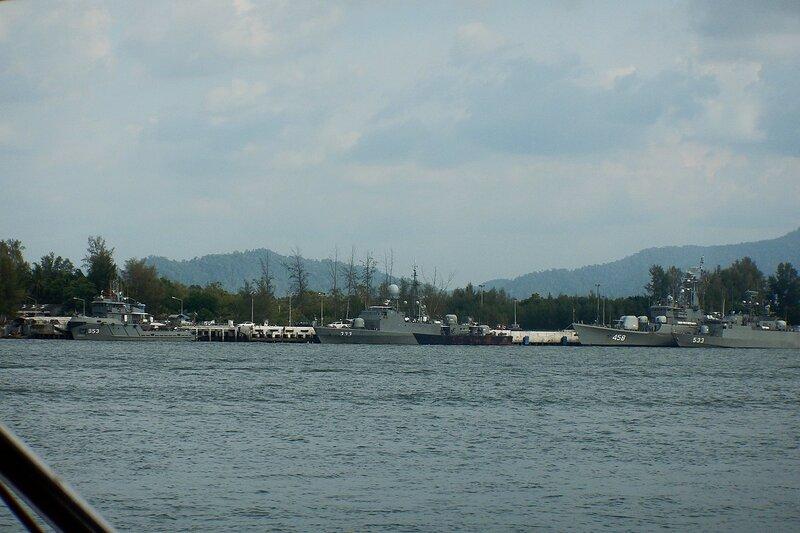 Королевский военный флот таиланда в бухте Thap Lamu