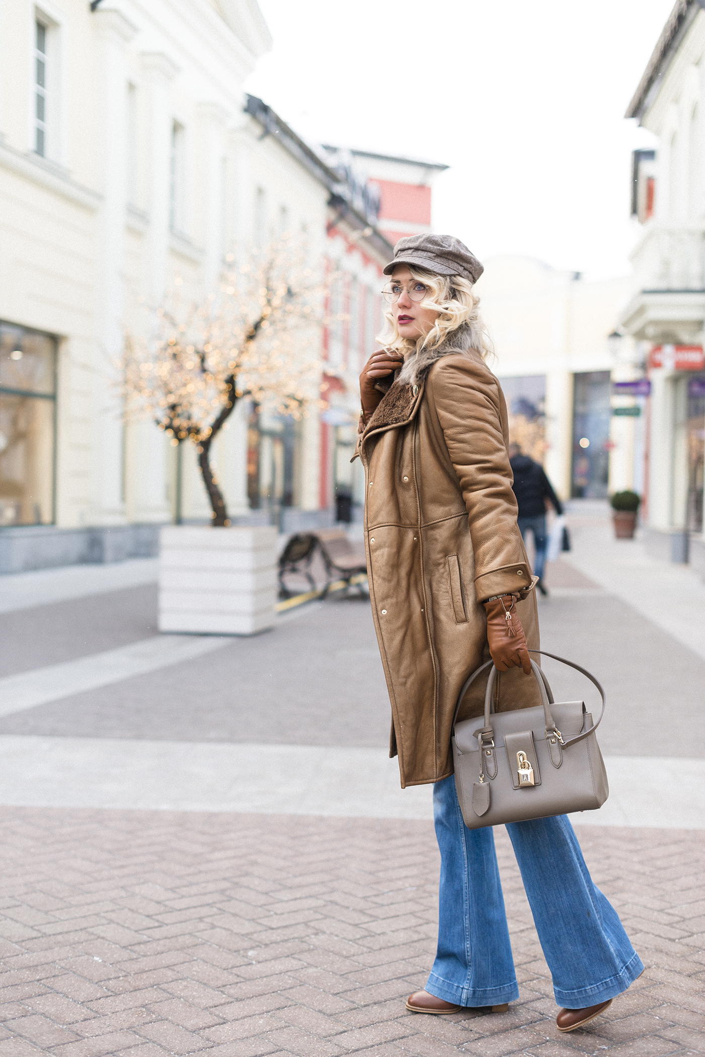 inspiration, streetstyle, winter outfit, annamidday, top fashion blogger, top russian fashion blogger, фэшн блогер, русский блогер, известный блогер, топовый блогер, russian bloger, top russian blogger, streetfashion, russian fashion blogger, blogger, fashion, style, fashionista, модный блогер, российский блогер, ТОП блогер, ootd, lookoftheday, look, популярный блогер, российский модный блогер, russian girl, с чем носить дубленку, с чем носить кепку, с чем носить джинсы клеш, расклешенные джинсы, flared jeans streetstyle, down coat streetstyle, цветовые сочетания, streetstyle, красивая девушка, золотая дубленка, Анна миддэй, анна мидэй, Patrizia Pepe FW 2016, Patrzia Pepe, fur coat streetstyle, Patrizia Pepe bag, девушка в очках, стиль 70-х, Versace collection, Versace fur coat, Versace coat, Calvin Klein flared jeans, see by chloe, see by chloe boots, оправа crizal, линзы crizal