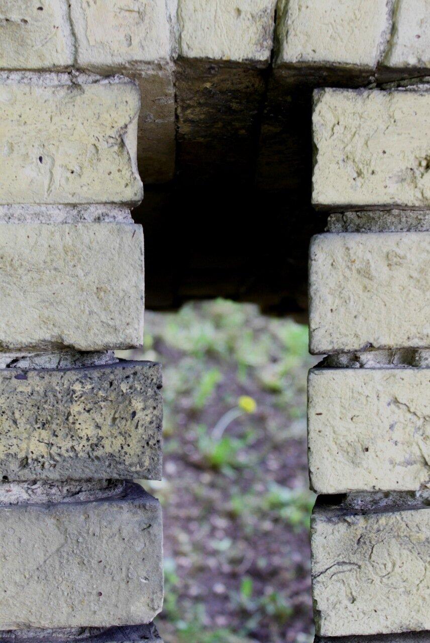 Бойница крепостной стены