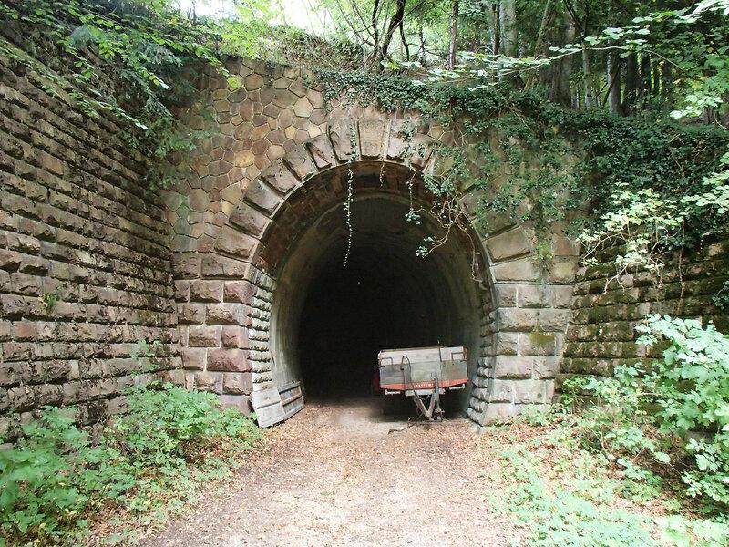 заброшенный железнодорожный туннель