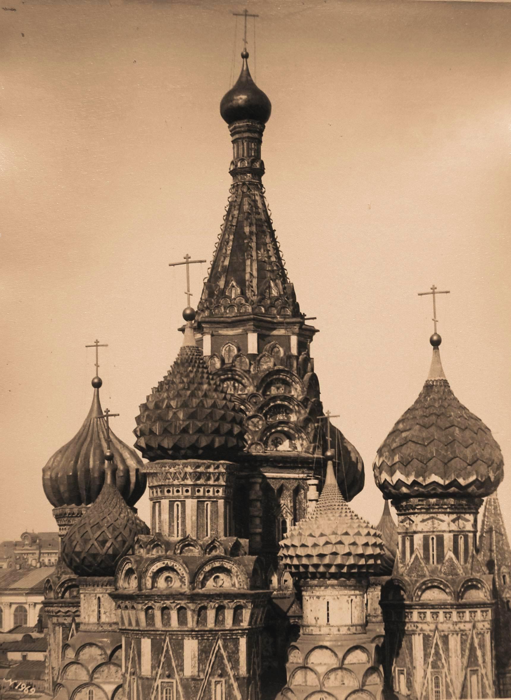 Покровский собор. Вид куполов и барабанов