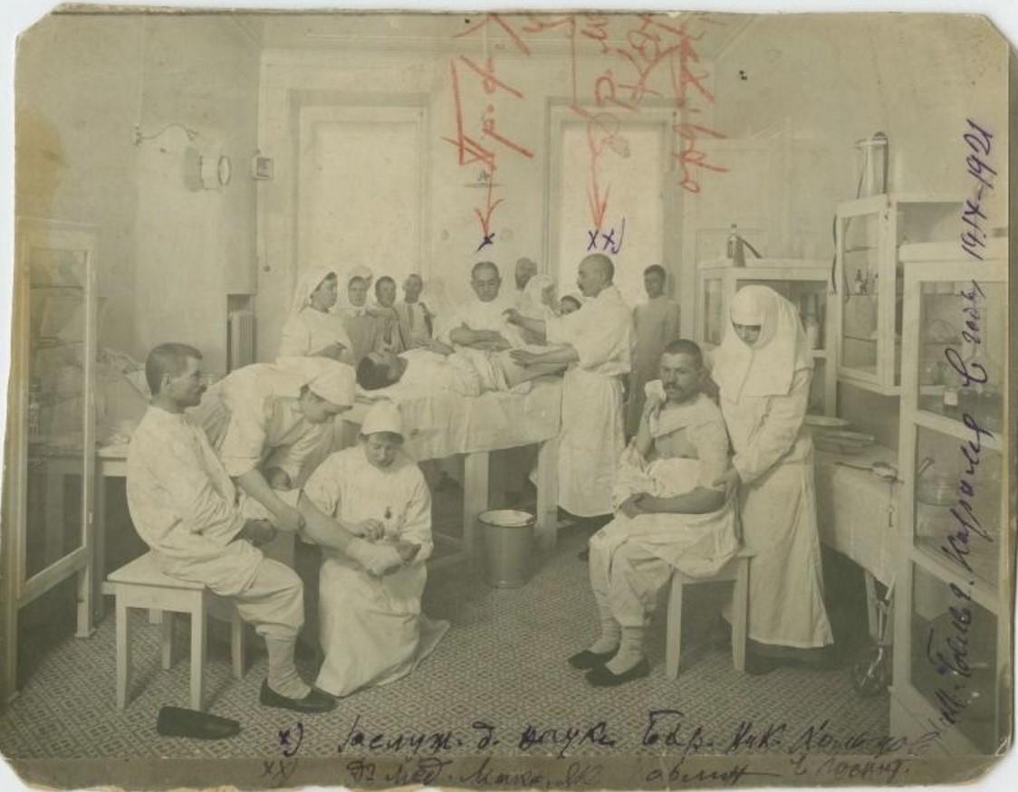 Борис Николаевич Хольцов и доктор медицины Максим Яковлевич Карлин в госпитале им.Бельгийского Короля