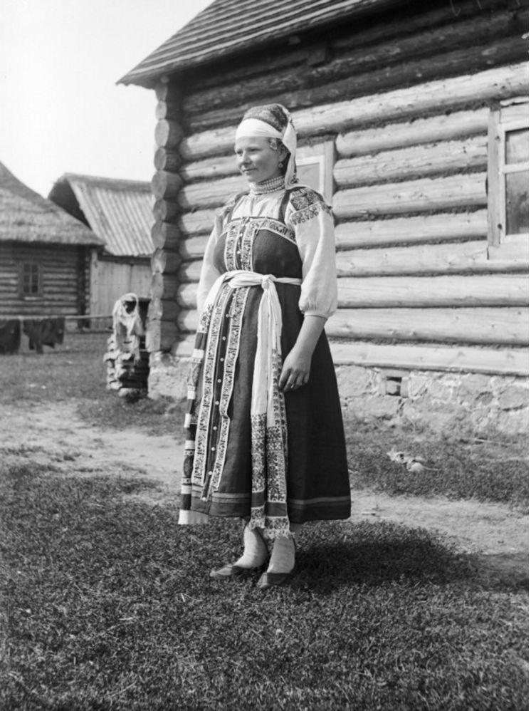 Краколье. Женщина в праздничной одежде