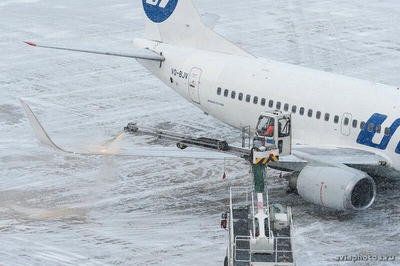Boeing 737-524 (VQ-BJV) UTair 015_D706963