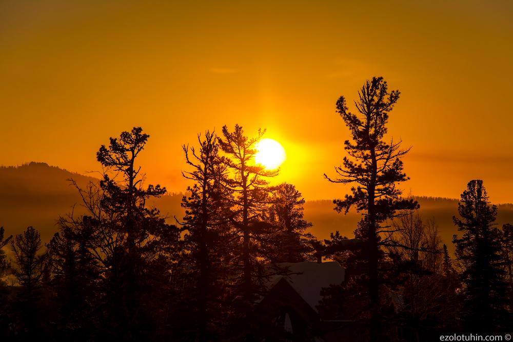 Солнце за горой. Шикарный рассвет в Шерегеше