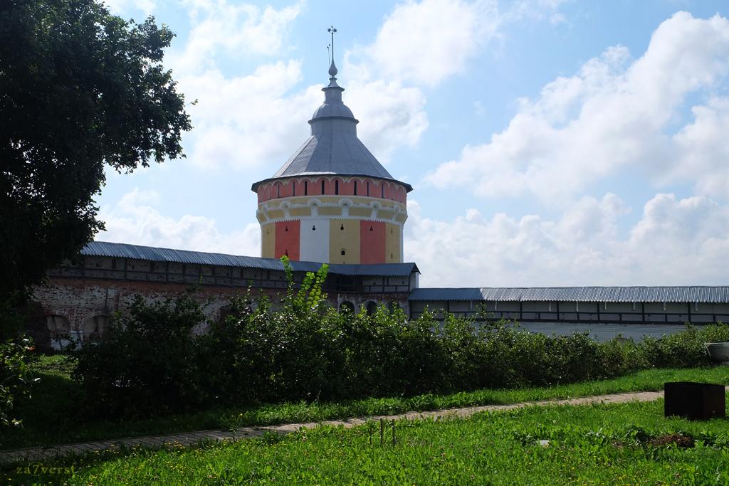 Свято-Прилуцкий монастырь в Вологде, цветная башня