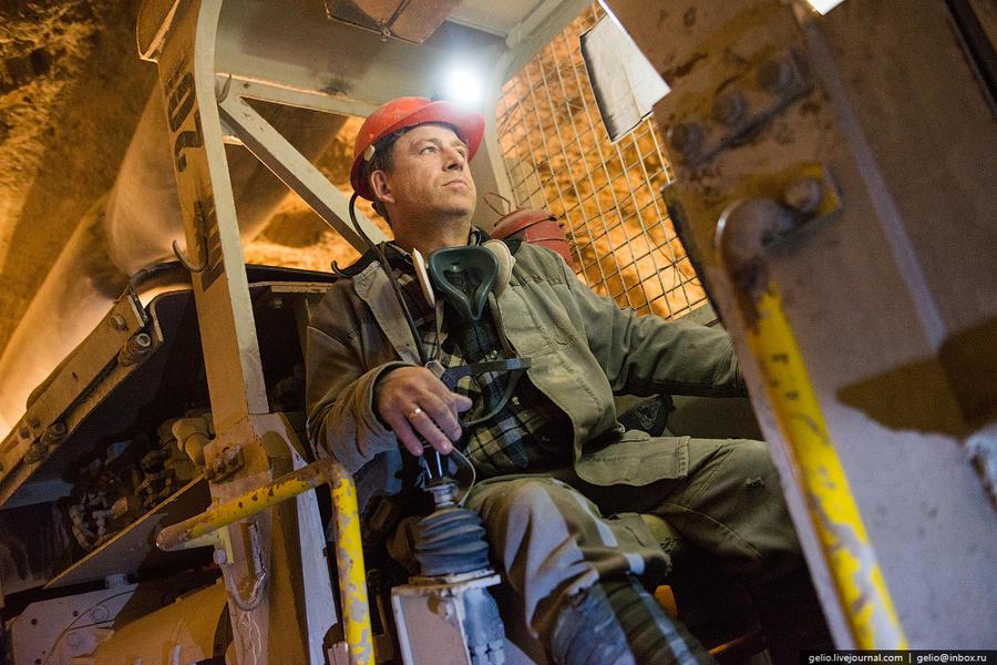 27. Глубина шахты — 1065 метров. Трубка разведана до 1220 метров. Протяженность всех выработок здесь