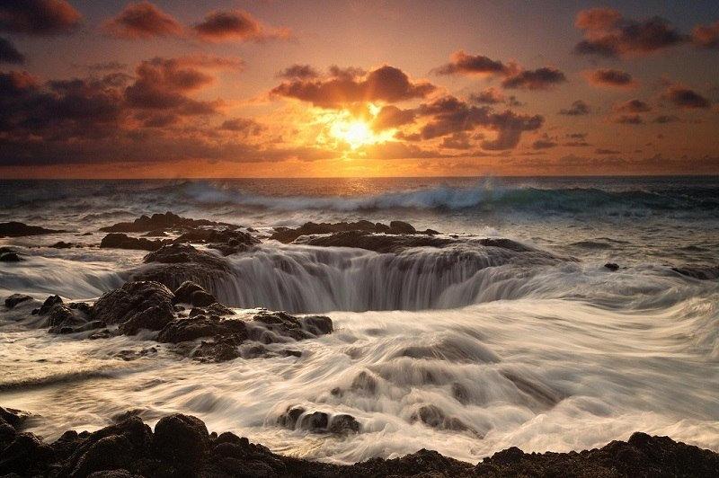 Прибрежная полоса мыса имеет вулканическое происхождение и представляет собой нагромождение глыб, ср