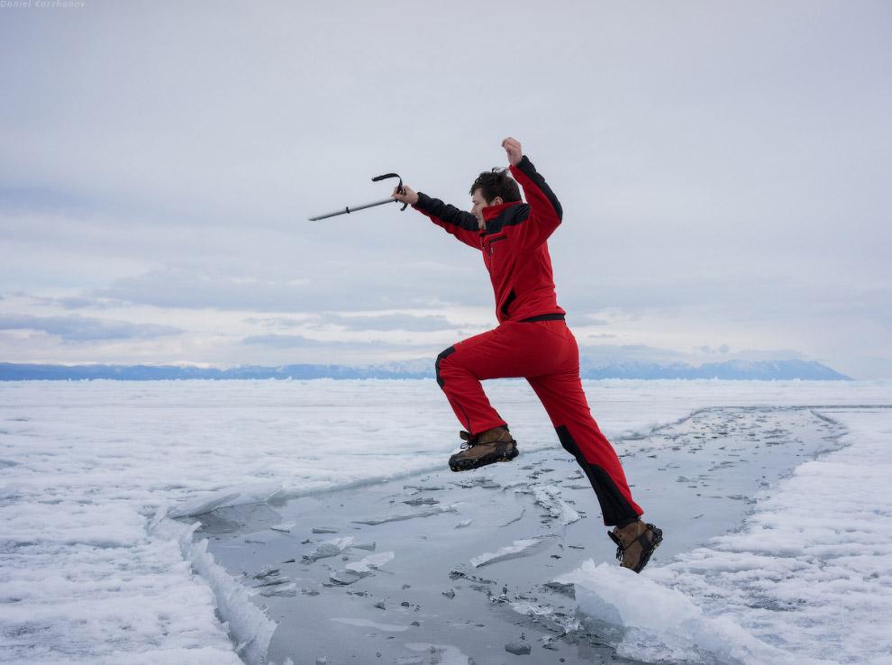 На ногах у нас ледоступы. Очень крутая вещь. Надеваются сверху на ботинок, снизу железные шипы