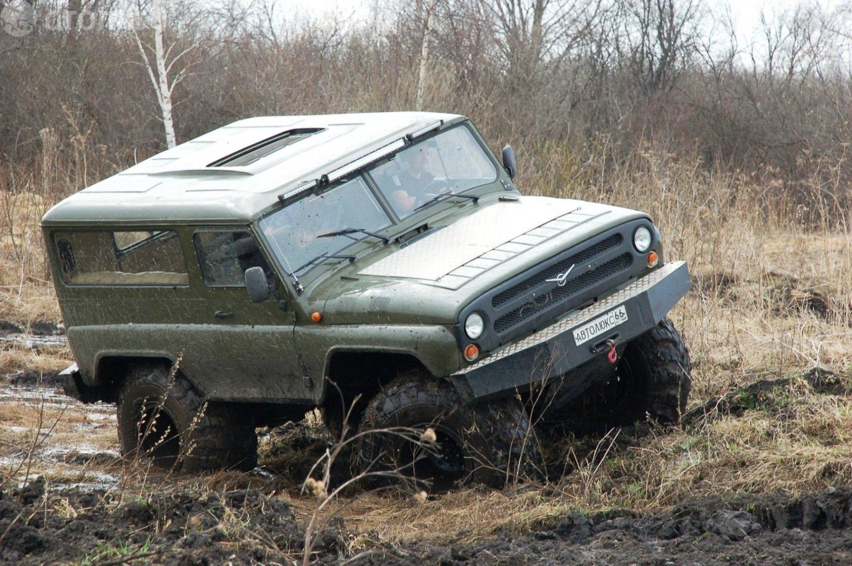 Размер колес и давление в них позволяют не думать над тем, какова глубина грязи, которую намесили та