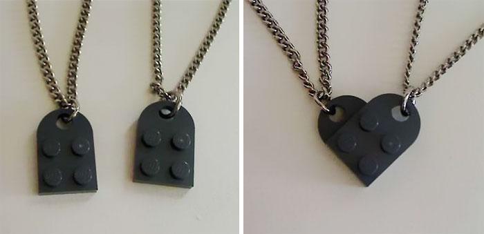 Подвеска на шею из Lego.