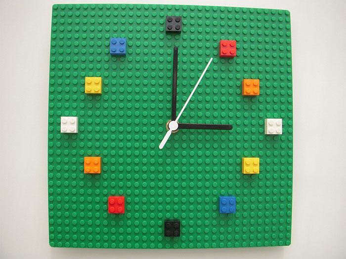 Из Lego можно собрать даже часы.
