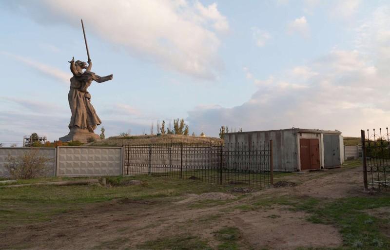Скульптурой «Родина-мать зовет!» в Волгограде стоит любоваться только со специально отведенных мест.
