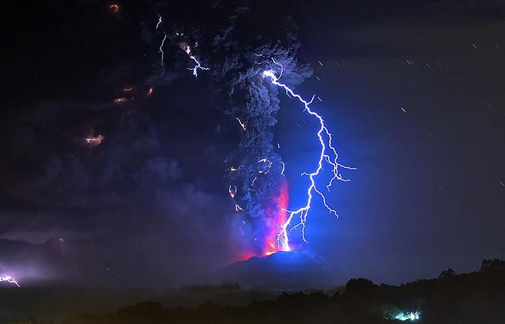 Извержение вулкана Кальбуко в Чили (12 фото)