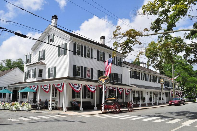 Ресторан при отеле Griswold процветает уже не одну сотню лет.