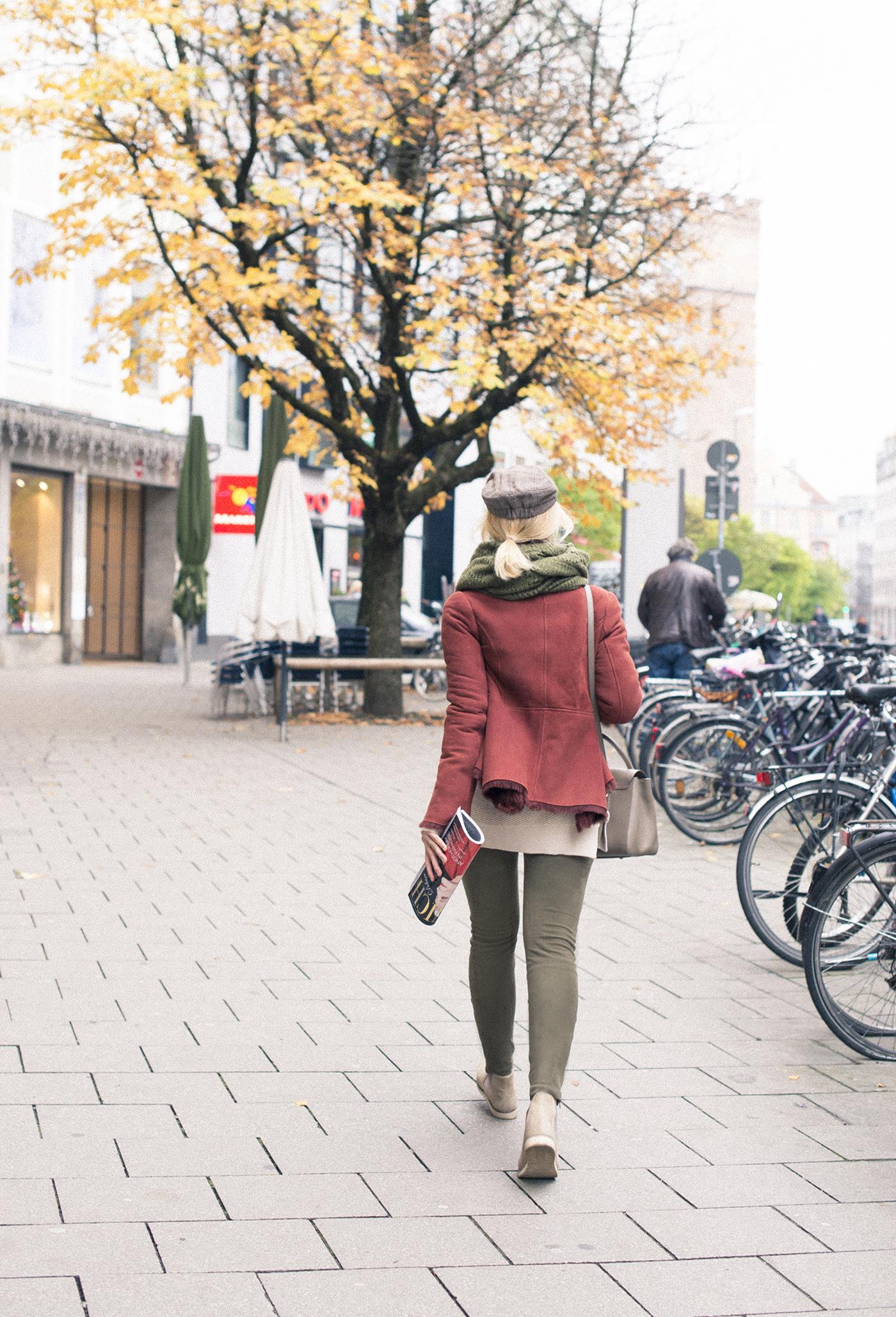inspiration, streetstyle, winter outfit, annamidday, top fashion blogger, top russian fashion blogger, фэшн блогер, русский блогер, известный блогер, топовый блогер, russian bloger, top russian blogger, streetfashion, russian fashion blogger, blogger, fashion, style, fashionista, модный блогер, российский блогер, ТОП блогер, ootd, lookoftheday, look, популярный блогер, российский модный блогер, russian girl, с чем носить дубленку, с чем носить кепку, осенние цвета, цветовые сочетания, streetstyle, красивая девушка, бордовая дубленка, с чем носить замшевые леггинсы, Анна миддэй, анна мидэй, оправа Vuillet Vega, линзы Crizal, Patrizia Pepe FW 2016, SHORT COAT IN VELOURS CALFSKIN, 2L0722 A282, Patrzia Pepe, fur coat streetstyle, Patrizia Pepe bag, девушка в очках