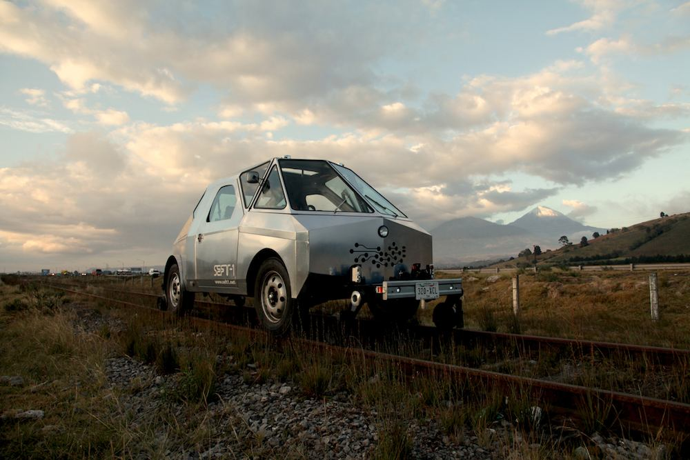 Modern Ruins: An Artist's Vehicle Designed to Traverse 9,000 Kilometers of Abandoned Railways in Mexico