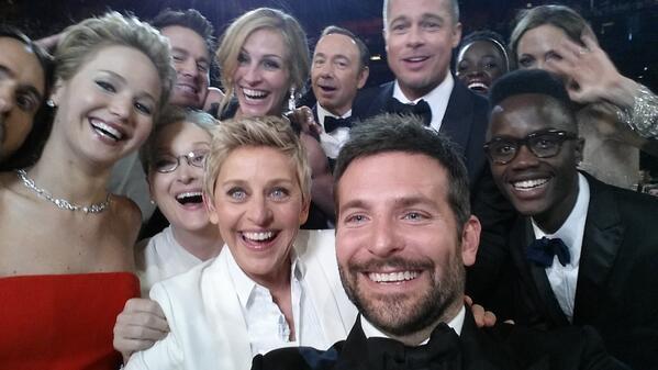 Oscars Selfie / Bradley Cooper / 2014