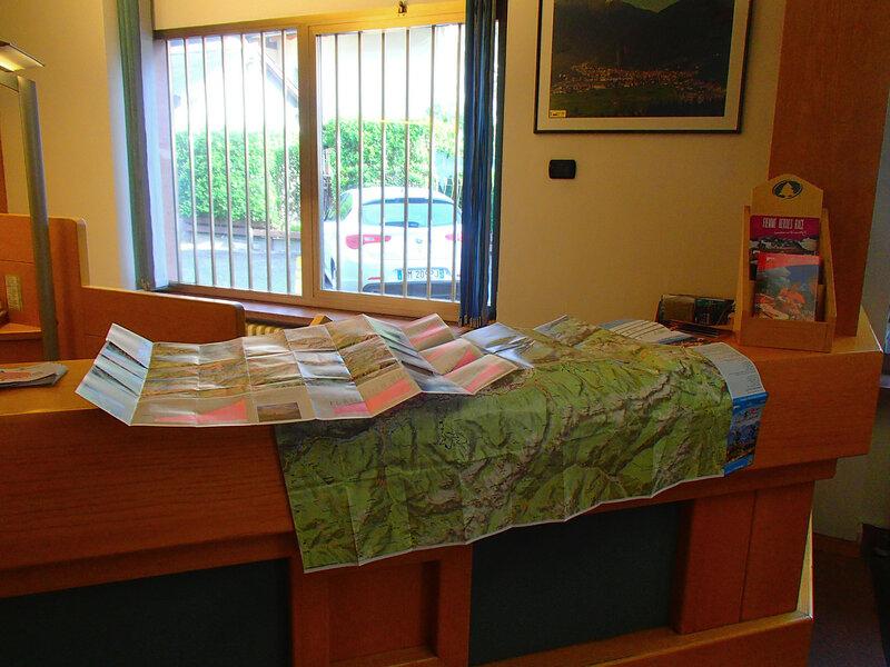 в туристическом офисе дают бесплатно карты
