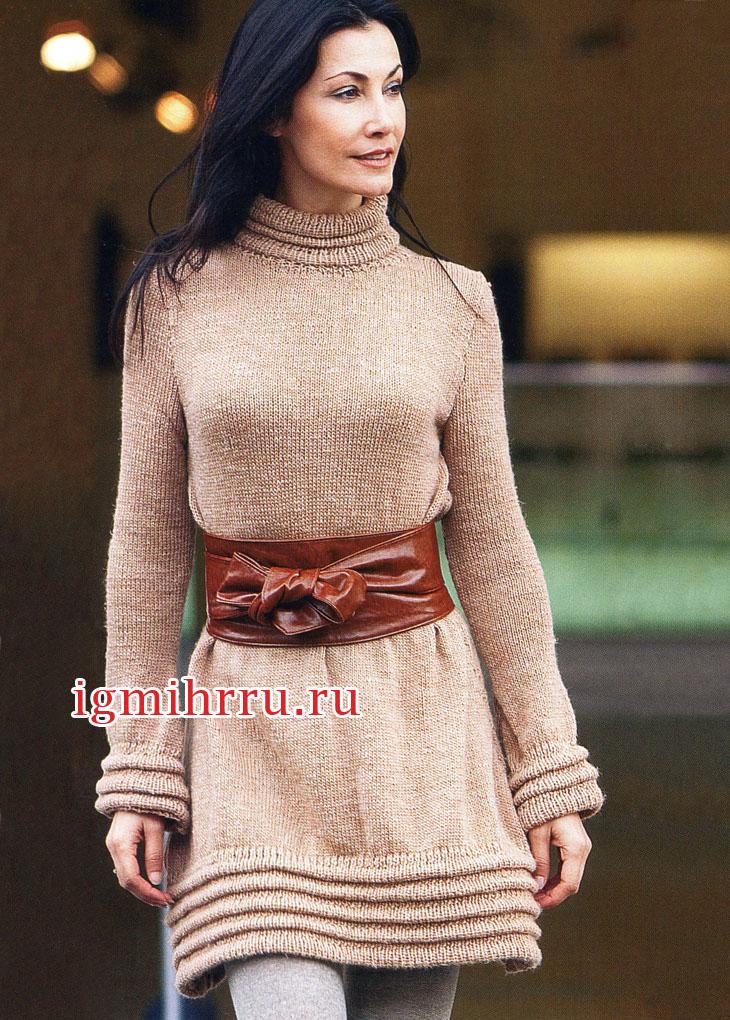 Светло-коричневое платье с горизонтальными складками. Вязание спицами