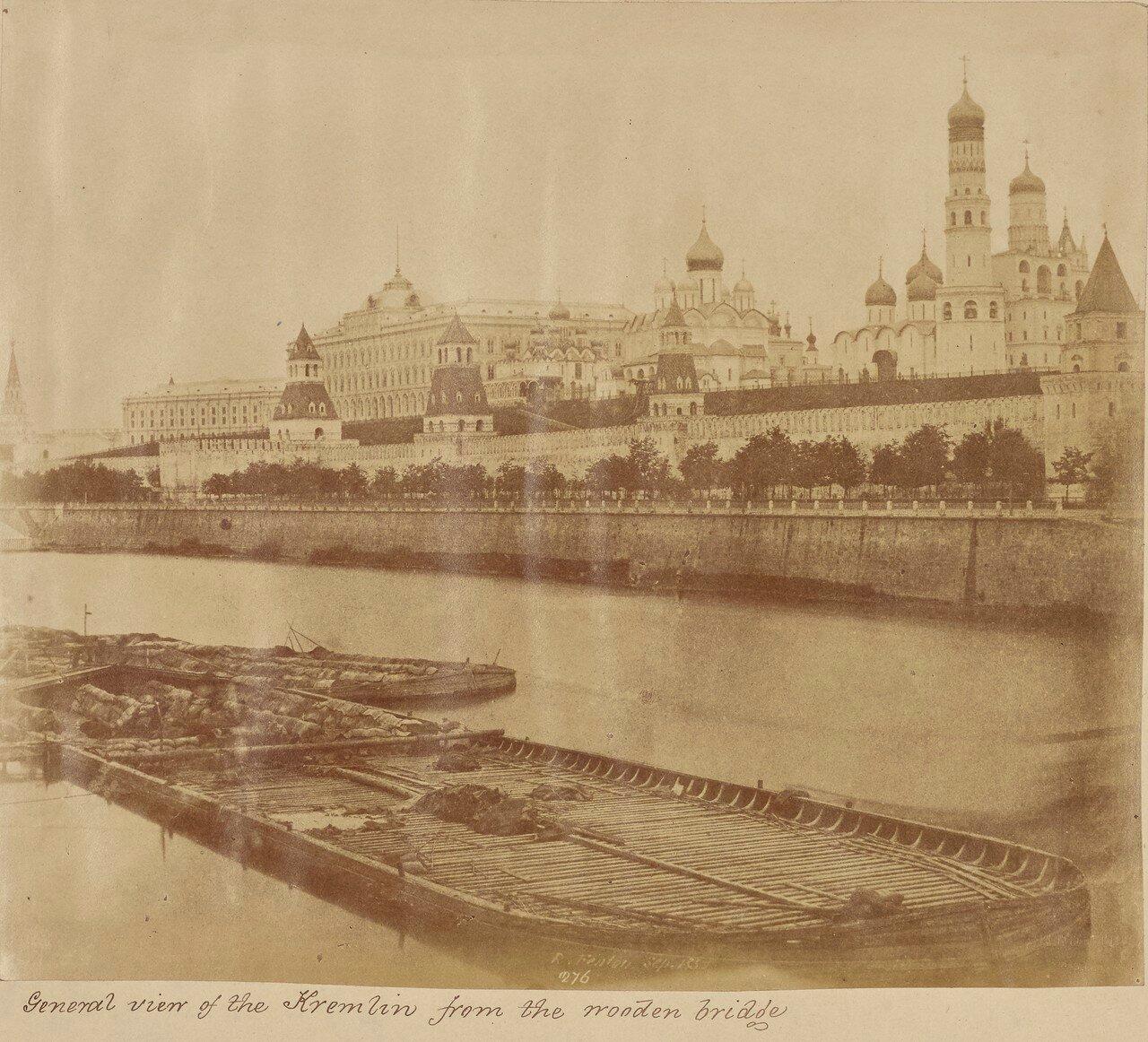 Общий вид Кремля с деревянного моста