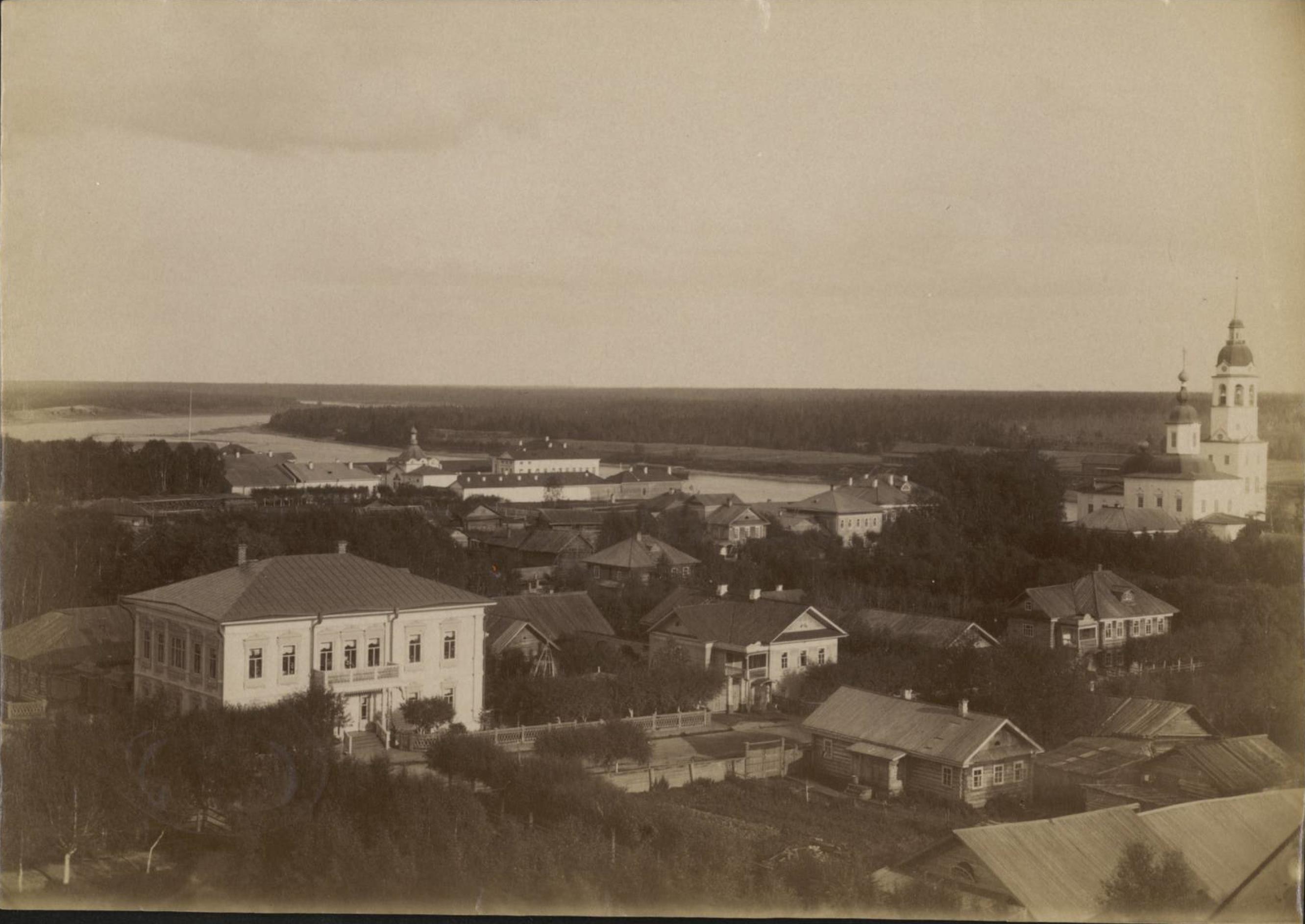 Вид Тотьмы и реки Сухоны с колокольни