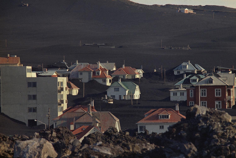 Вестманнаэйяр, покрытый вулканическим пеплом