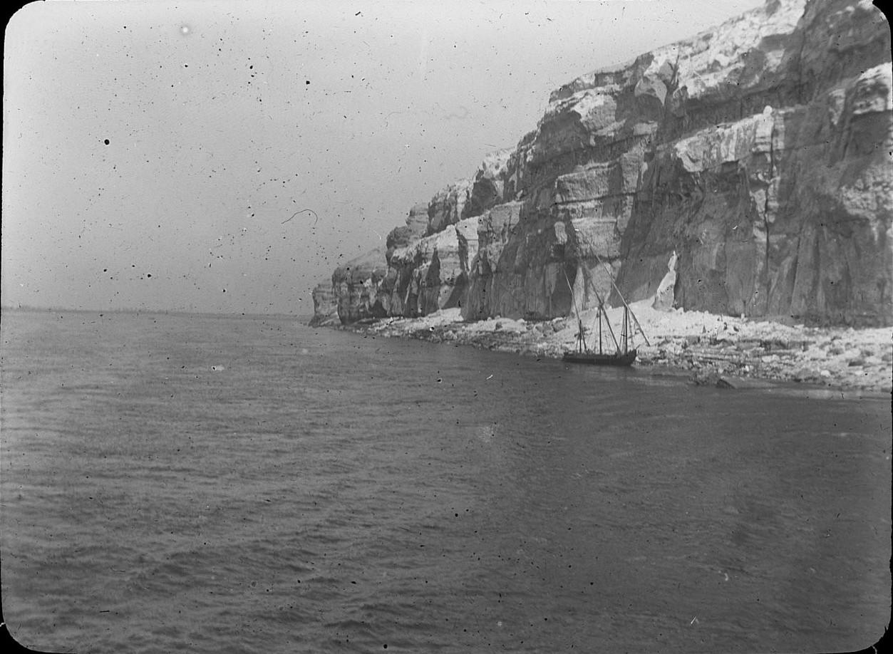 Скалы Крокодилополя на озере Моэрис