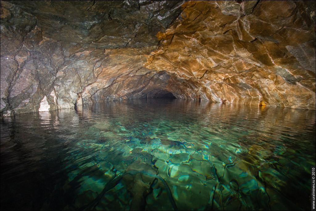 Массовое купание в заброшенной шахте