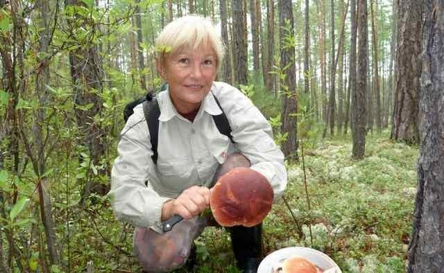 Karin Haß  F