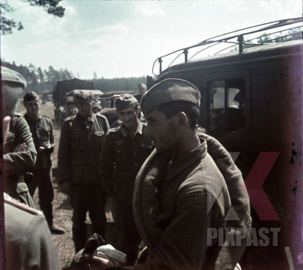 stock-photo-russian-pow-soldier-captured-by-german-communications-troops-on-the-russian-front-1941-funk-radio-car-11336.jpg