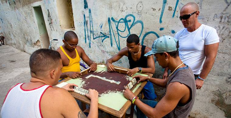 Кубинцев называют взрослыми детьми, потому что жители Острова свободы готовы играть и танцевать целы