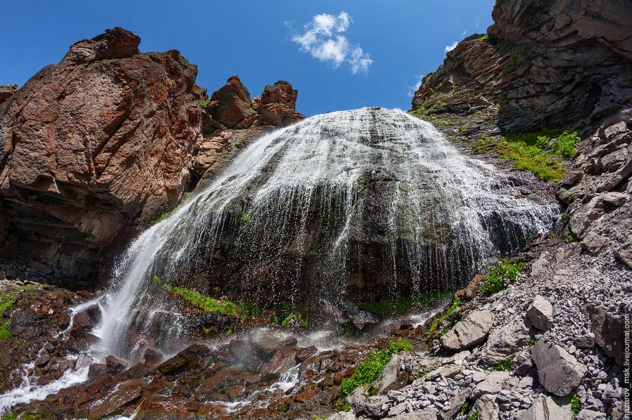 У водопада мы провели около часа, после чего пошли обратно вниз. Можно было подняться еще выше,