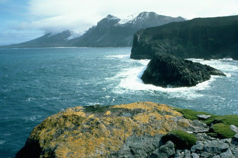 © heritage-expeditions.com  Хотя остров принадлежит Австралии, оннаходится далеко невсамой