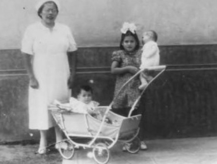 Жерардо рос, думая, что Медина — его сестра, а не мать. Однако в 10 лет ему рассказали правду.