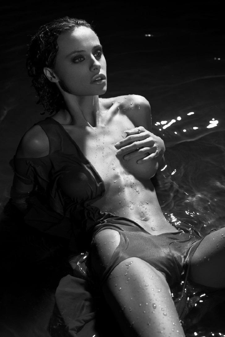 Две самые прекрасные вещи на свете — девушки и вода (7 фото) 18+