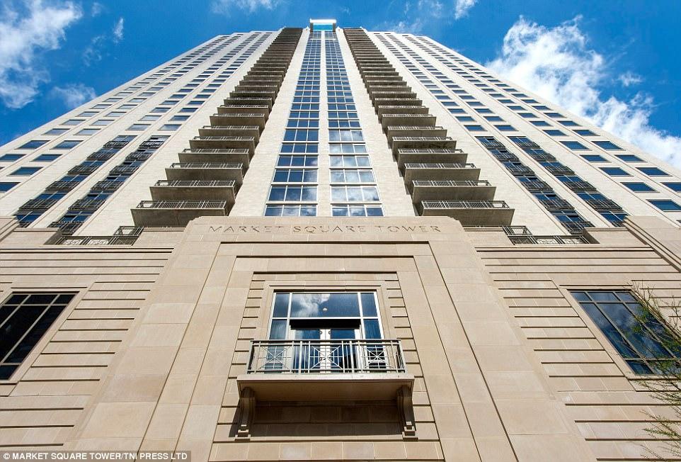 Любители острых ощущений могут арендовать 52-метровую студию в Market Square Tower за 1805 долларов