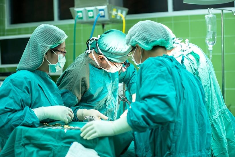 НаАлтае 102-летней пациентке сделали нелегкую операцию