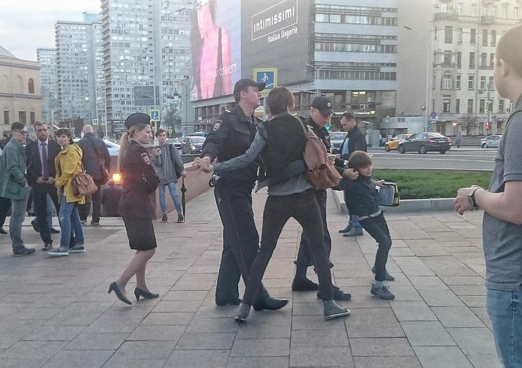 Песков: Путин знает оситуации сзадержанием ребенка наНовом Арбате