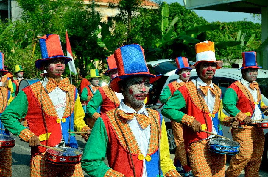 Клоуны с барабанами