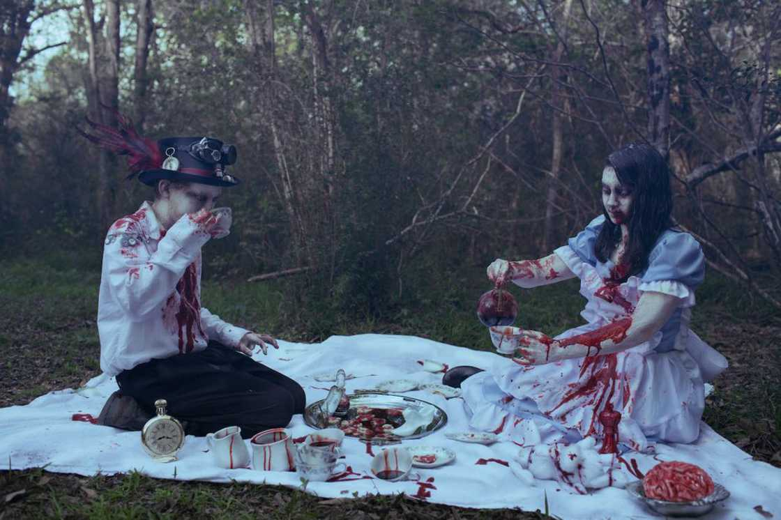 Zombie Kids - She stages children in very disturbing horror photos