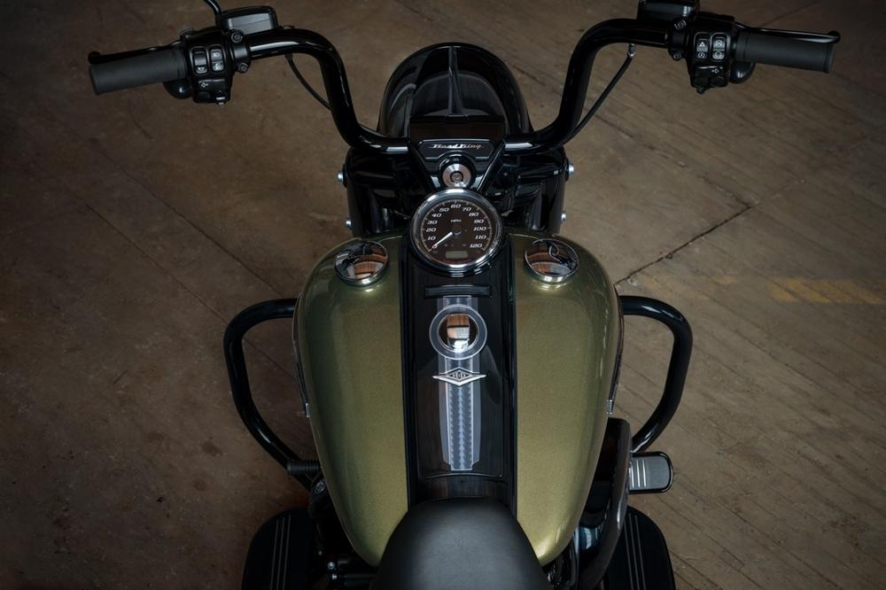 Фотографии Harley-Davidson Road King Special 2017