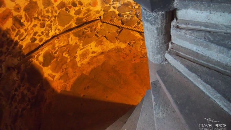 винтовая лестница в замке