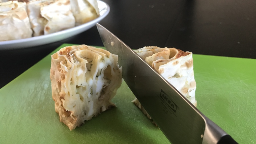 Миниатюрные пирожки из лаваша с сырами