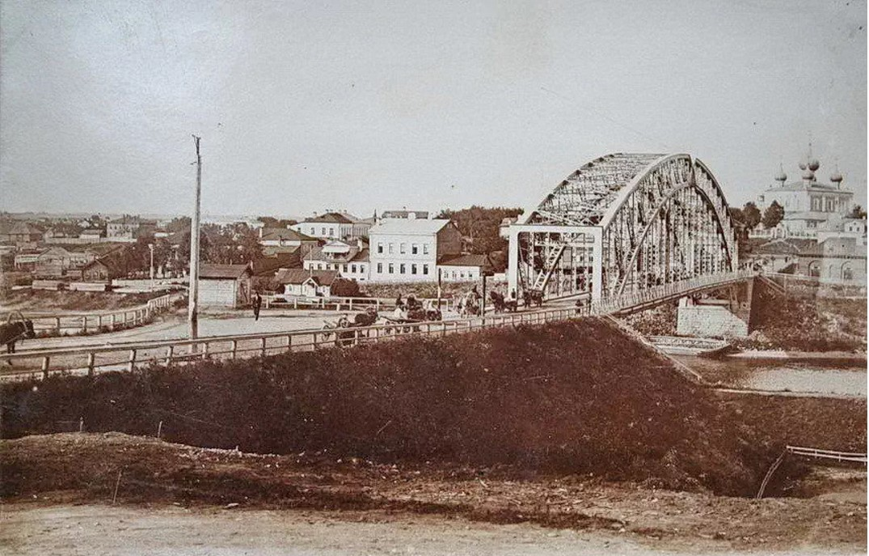 Вид на мост и правый берег