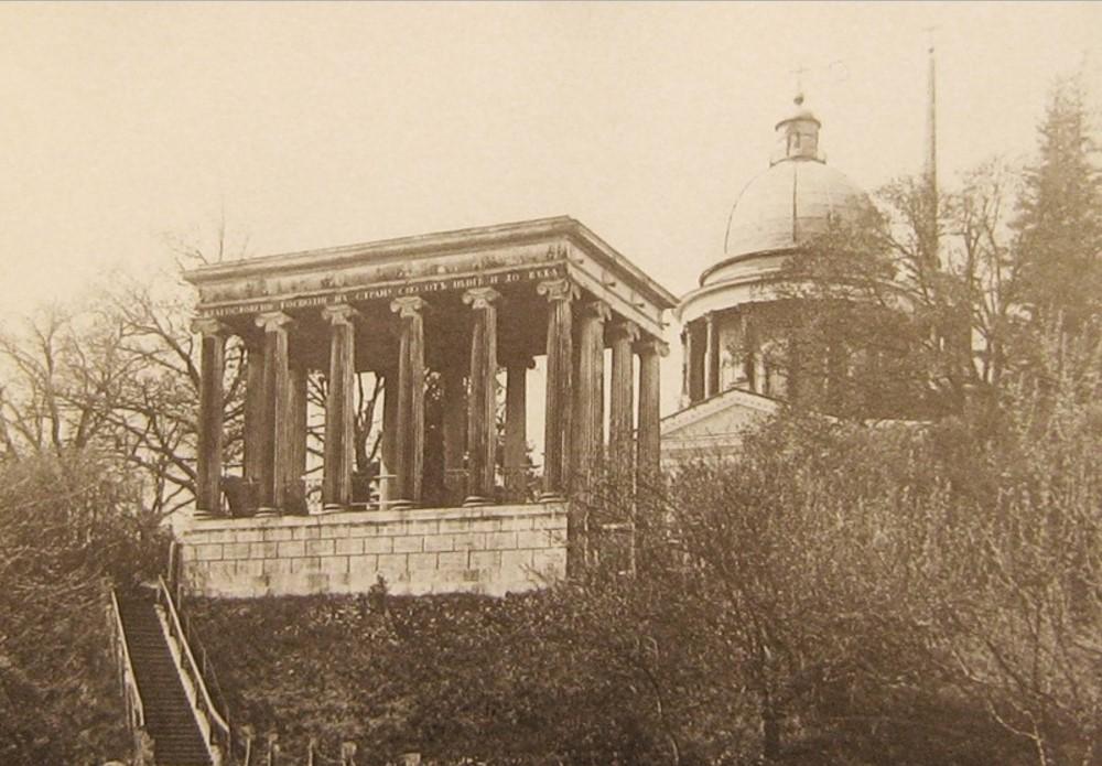 Портик-павильон со статуей Андрея Первозванного