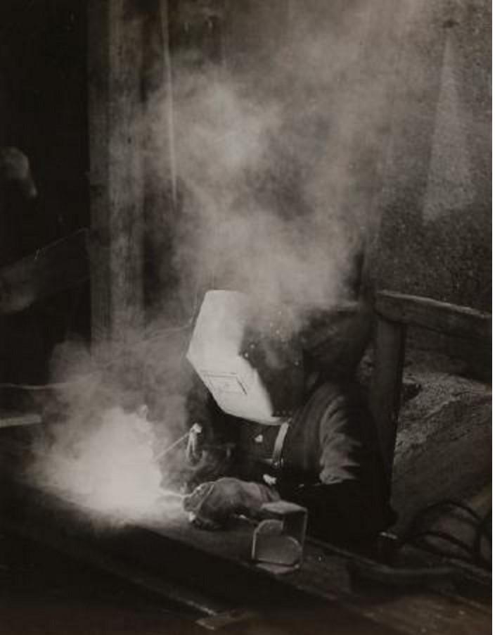 1935. Сварщик