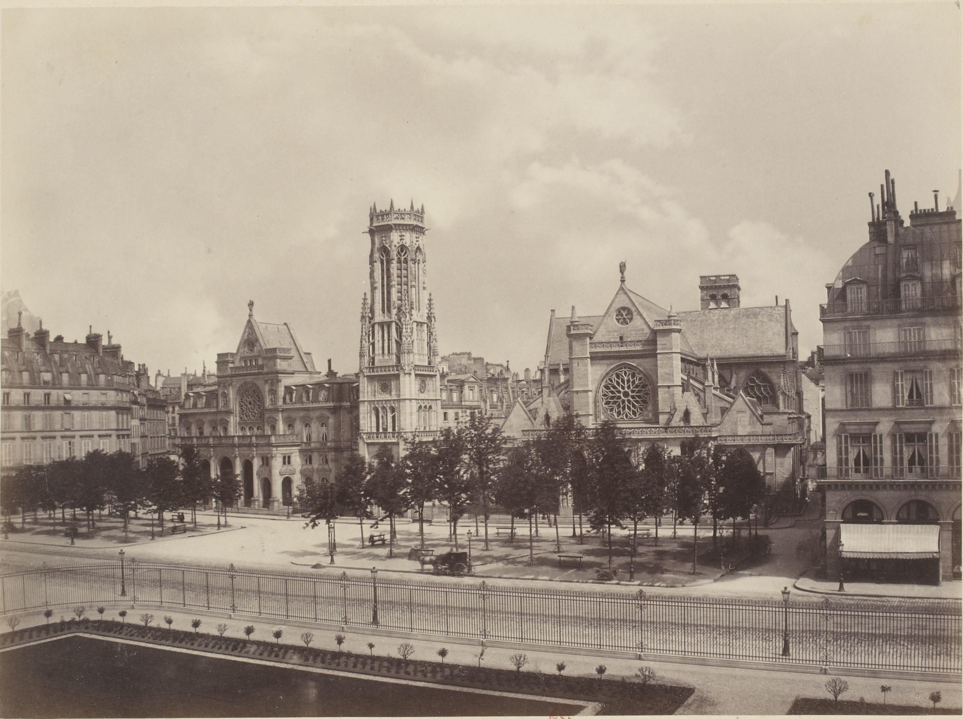 Луврская площадь