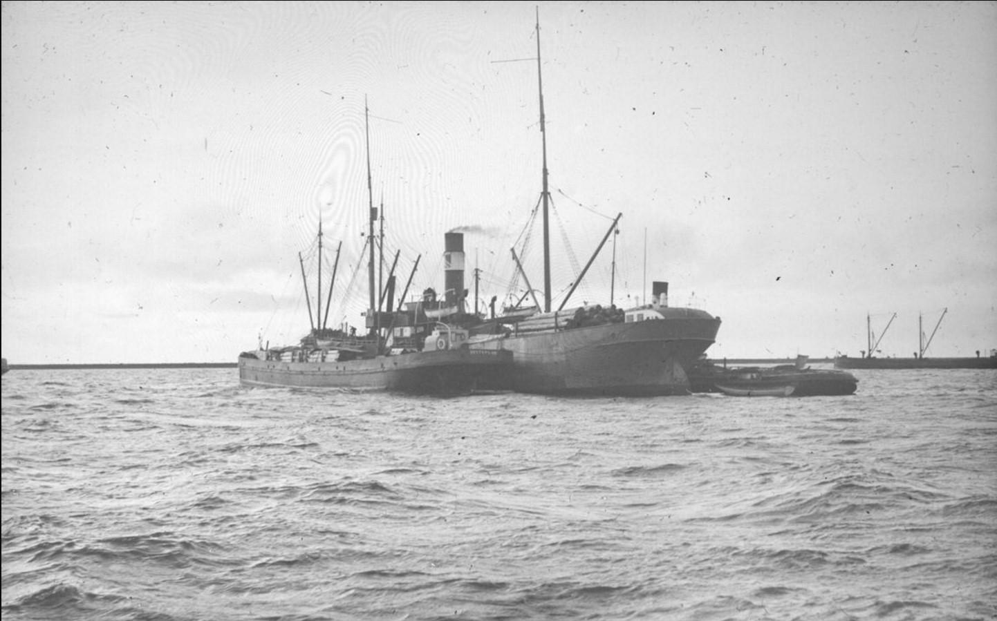 04 сентября 1914. Общий вид судов на рейде у Насоновского острова